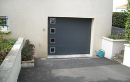 Portes de garage sur mesure en pvc bois ou alu - Porte de garage sectionnelle ou enroulable ...